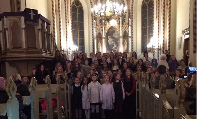 Ziemassvētku ieskaņa kopā ar 28. vidusskolas bērniem un jauniešiem